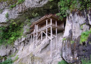 三徳山投入堂 出典:wikipedia